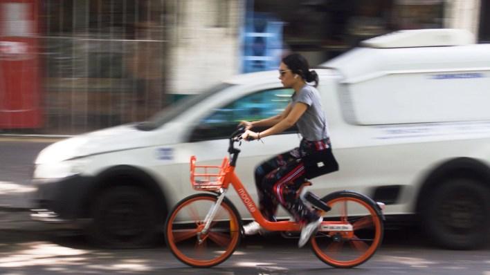 No todas las empresas tienen el permiso de la Secretaría de Movilidad, quien ha hecho esfuerzos por regular esta opción de transporte. (Foto: Cuartoscuro)