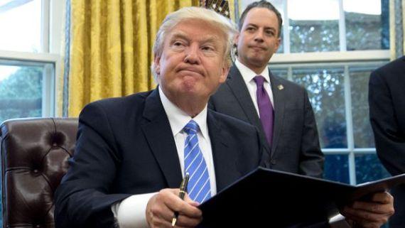 Un juez de Seattle suspendió temporalmente el decreto de Donald Trump (AFP)