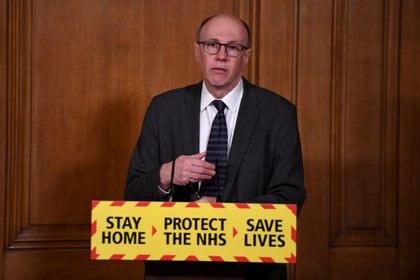 El director del NHS británica, Stephen Powis, ha criticado a Gwyneth Paltrow por promover métodos que incluyen una dieta cetogénica y el ayuno para abordar los efectos del COVID-19  (Reuters)
