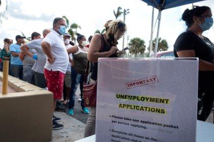 La cifra semanal de solicitudes de subsidio por desempleo en Estados Unidos bajó levemente a 787.000 la semana pasada. EFE/Cristobal Herrera/Archivo