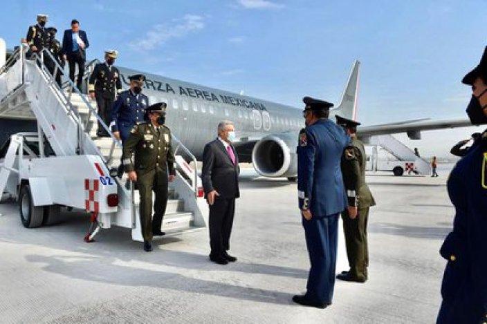 Fue un avión Boeing 737 perteneciente a la Fuerza Aérea Mexicana, con Andrés Manuel López Obrador a bordo, el primero en recorrer una de las tres pistas de aterrizaje con 3500 metros de longitud (Foto: Presidencia de México)
