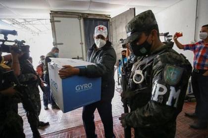 Traslado de las vacunas donadas por Israel en Honduras. Foto:   REUTERS/Stringer