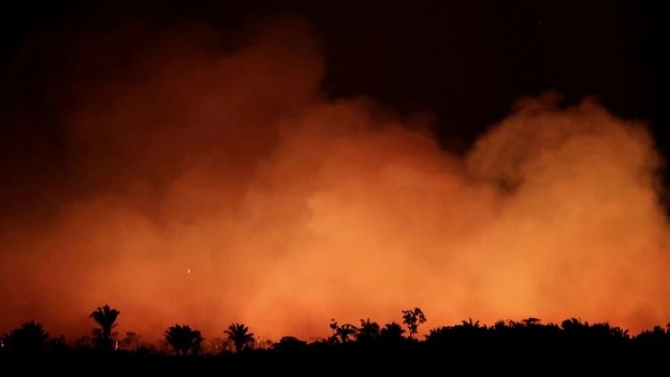 Miles de incendios se registraron en los últimos días en el Amazonas (Reuters)