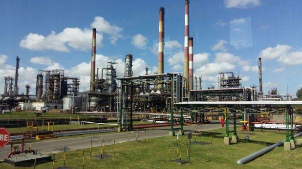 Las principales petroleras han ordenado la reducción de los niveles diarios de producción