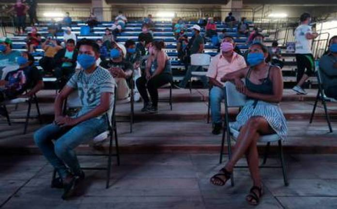 Several people attend a boxing event at the Alexis Arguello Sports Center, in Managua, amid the coronavirus pandemic (REUTERS / Oswaldo Rivas)