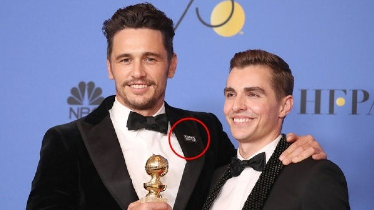 James Franco luce suGlobo de Oro junto a su hermano Dave y con el pin feminista (Getty)