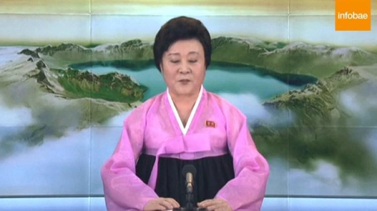 La presentadora oficial norcoreana Ri Chun-hee