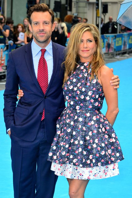 "Jason Sudeikis y Jennifer Aniston en la premiere de ""We're the Millers"" en 2013 (Shutterstock)"