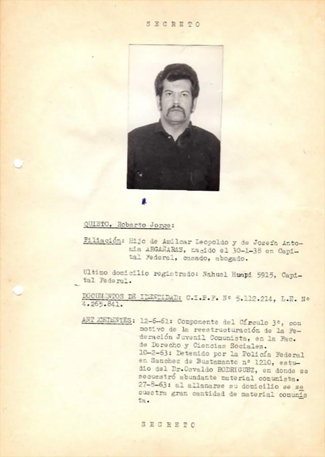 Uno de los prontuarios de los terroristas que el comisario Alberto Villar le dio al teniente generalPerón porque fue rescatado del fuego de la época camporista.