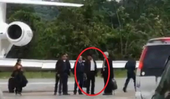 Con la tensión en un pico máximo, el líder boliviano abordó el avión presidencial con el vicepresidente, Álvaro García Linera, rumbo a Cochabamba, feudo donde se sentía más protegido
