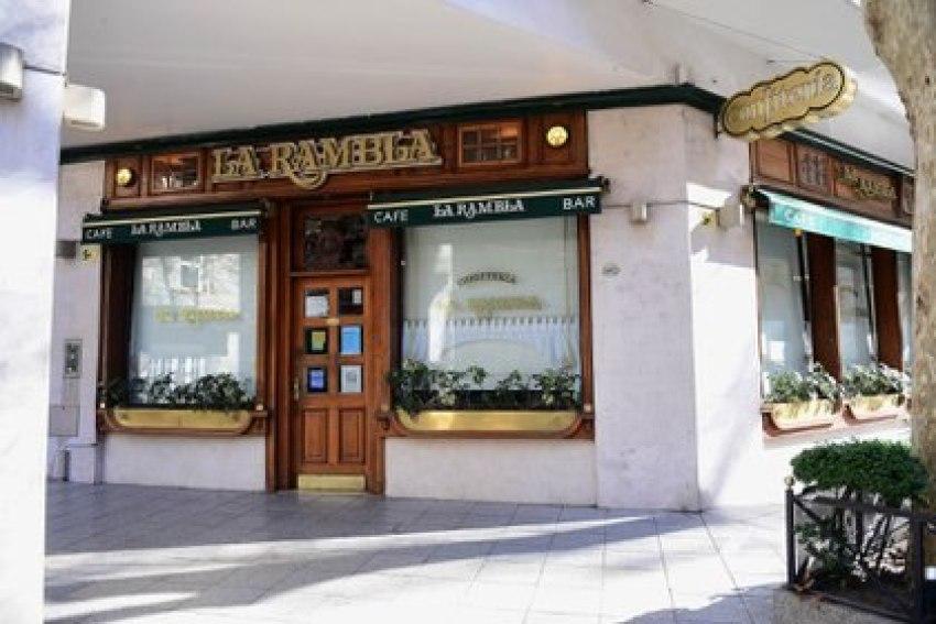 Después de 57 años siendo uno de los bares más emblemáticos de recoleta, La Rambla bajó sus persianas (Maximiliano Luna)