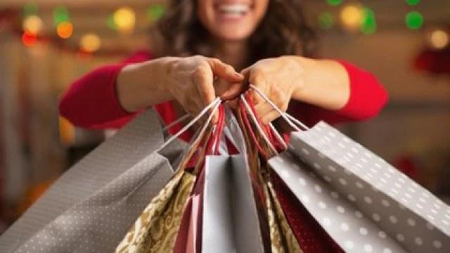 Las compras de regalos deben ser online o anticipadas para evitar aglomeraciones y reducir las posibilidades de llegar a la reunión contagiados