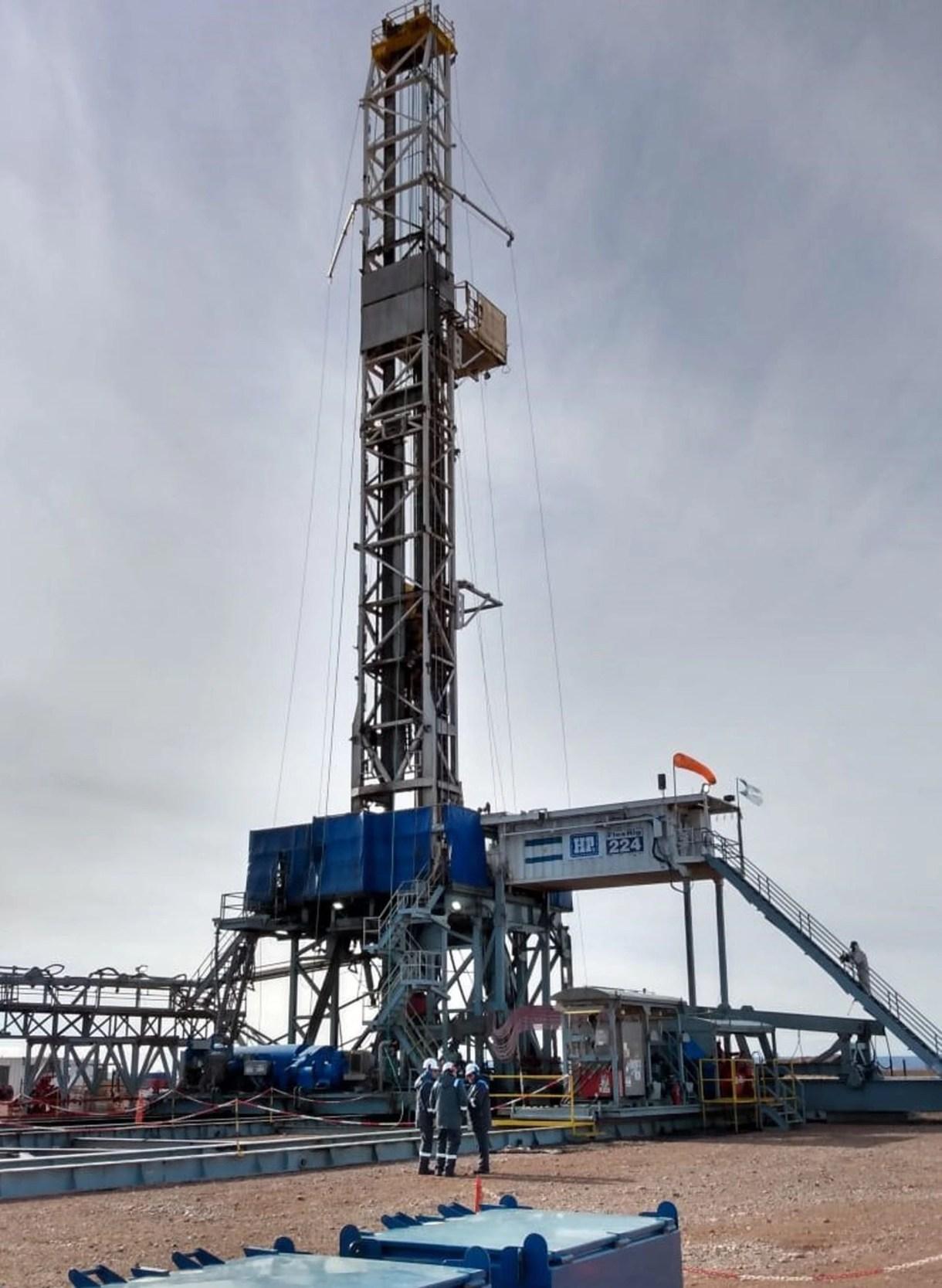 La empresa petrolera nacional concentra el grueso de la explotación en la región y lidera la curva de inversiones y aprendizaje: en menos de cuatro años logró reducir los costos de explotación un 60%, y obtiene gas y petróleo a precios competitivos