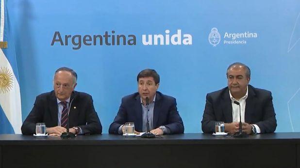 Después de la reunión, en Casa de Gobierno,  Héctor Daer, cotitular de la CGT, respondió prefuntas junto al ministro de Desarrollo Social y el presidente de la UIA.