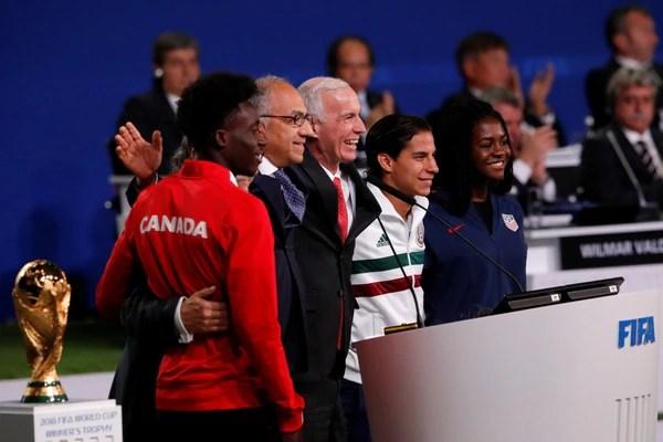 Presidentes de las federaciones norteamericanas y futbolistas jóvenes de los tres países estuvieron presentes en el Congreso de la FIFA (Reuters)