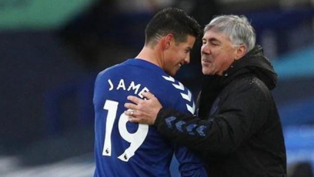 James Rodríguez y Carlo Ancelotti, actual director técnico del Everton, quien también lo dirigió en Real Madrid. REUTERS/Jan Kruger