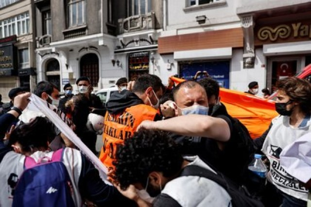 Hubo incidentes en Estambul (REUTERS/Umit Bektas)