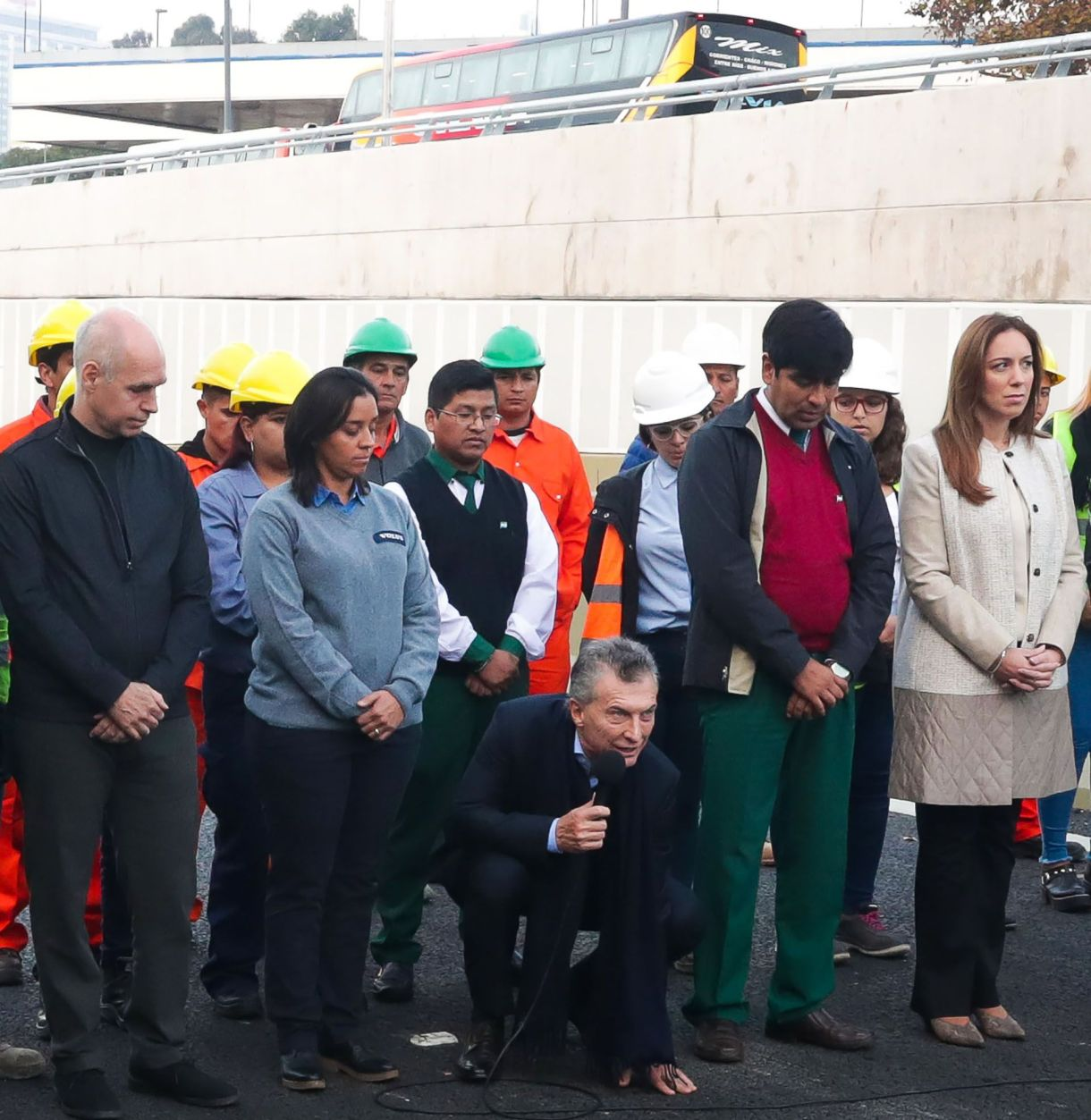Macritoca el asfalto durante la inauguración del Paseo del Bajo