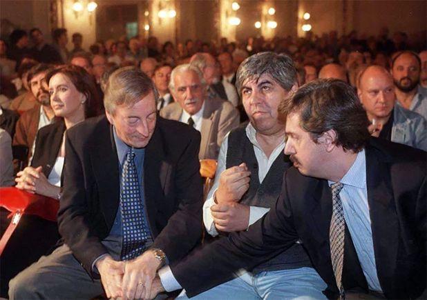 Otras épocas: Moyano y Alberto Fernández acompañaron a Néstor Kirchner el 19 de abril de 2001 en un acto que se hizo en Capital para lanzar la candidatura presidencial del santacruceño
