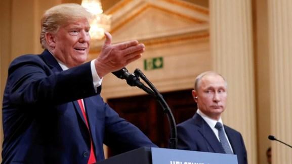 Los presidentes Donald Trump, de EEUU, y Vladimimr Putin, de Rusia, durante la conferencia de prensa tras su cumbre en Helsinki (REUTERS/Kevin Lamarque/File Photo)