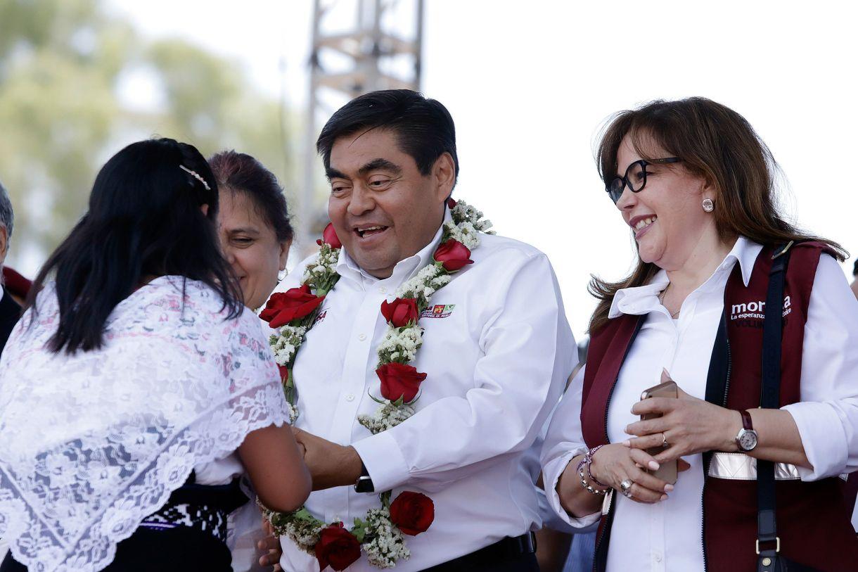 Polevnsky (derecha) festejó junto a Barbosa el triunfo electoral en la gubernatura de Puebla (Foto: Mireya Novo/ Cuartoscuro)