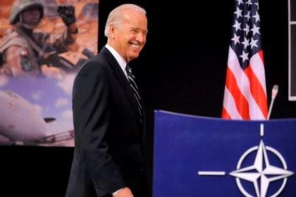 (FOTO ARCHIVO) El entonces, vicepresidente estadounidense, Joe Biden, en la sede de la OTAN en Bruselas (Bélgica), en 2009. EFE/Dirk Waem/Archivo