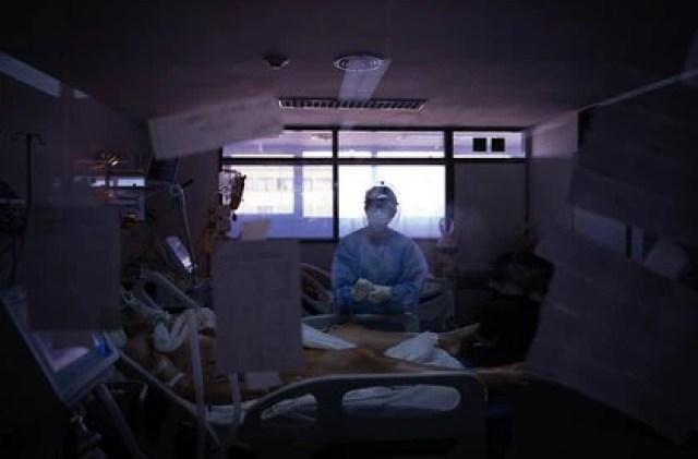 La UTI COVID del Hospital General San Martín de La Plata tiene 14 camas, todas ocupadas. (Foto: Franco Fafasuli)
