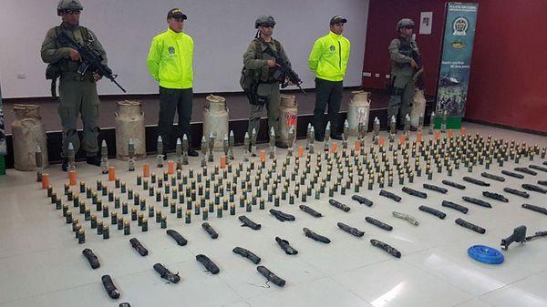 En el escondite fueron halladas armas largas, fusiles, 319 granadas de 40 milímetros, 34 granadas de 60 mm y elementos para fabricar explosivos (EFE)