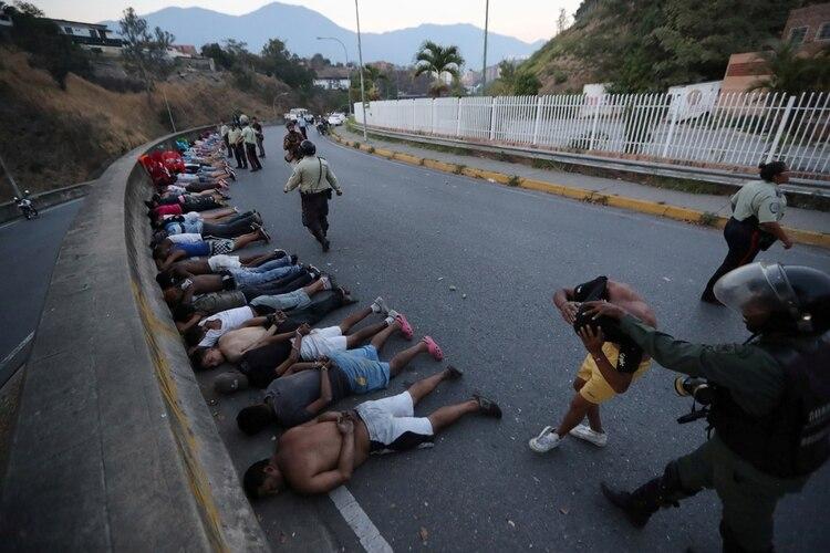 Decenas de personas detenidas tras un intento de saqueo en Caracas