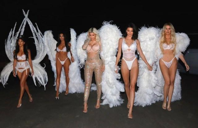 Las hermanas Kardashian se vistieron de los Ángeles de Victoria's Secret (Instagram)