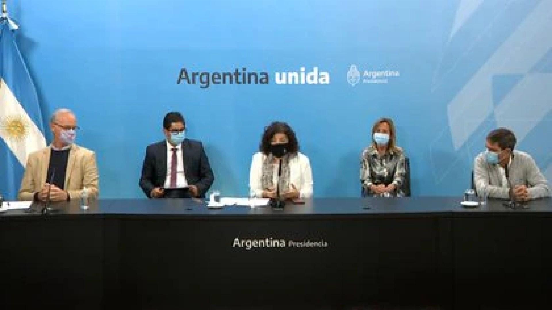 Carla Vizzotti junto a pares provinciales en la sala de conferencias de la  Casa Rosada, el jueves pasado