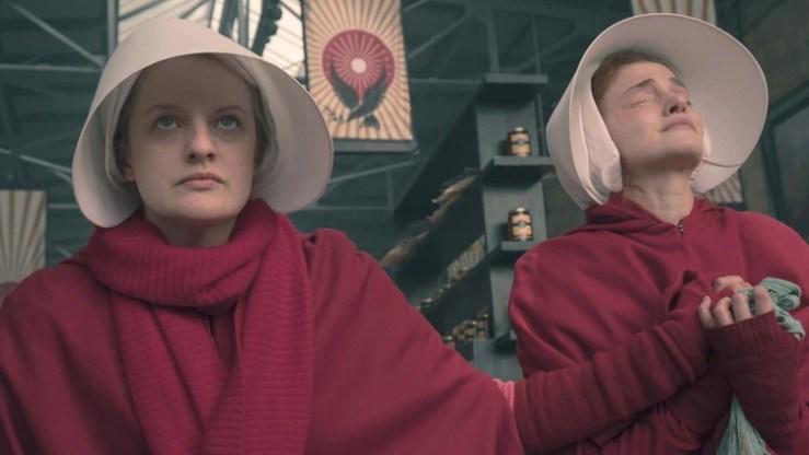 "Elisabeth Moss en ""The Handmaid's Tale"""