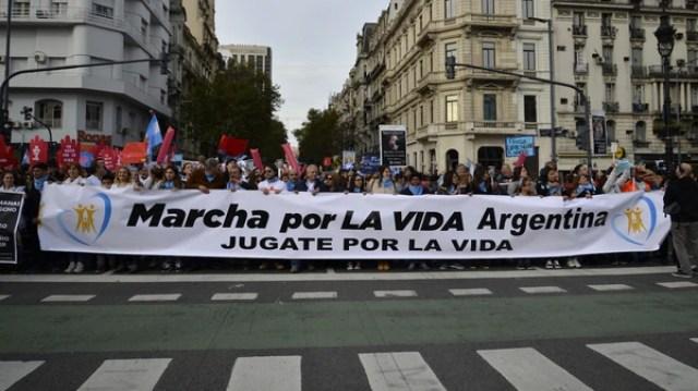 Miles de personas marchan en diferentes puntos del país