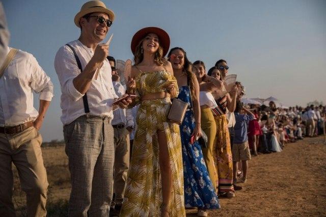 Invitados a la boda esperan la llegada de los novios Juan José Pocaterra y María Fernanda Vera. Entre los invitados había terratenientes y políticos