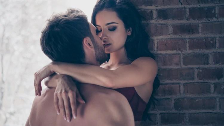 Los beneficios eróticos de estar con una tercera persona se extiende a la cama de la pareja estable (Shutterstock.com)
