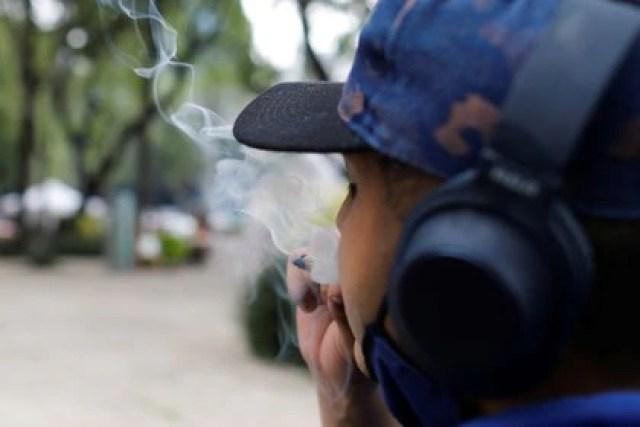 Las personas menores de 18 años no tendrán acceso al cannabis adulto (Foto: Carlos Jasso/Reuters)