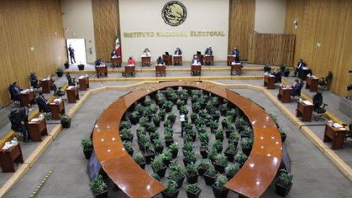 Incluso al interior del INE la medida propuesta por AMLO fue vista con cautela (Foto: Cuartoscuro)