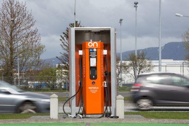 Puestos de carga en Islandia: en la isla de 330 mil habitantes se vendieron 1.158 vehículos eléctricos en 2016