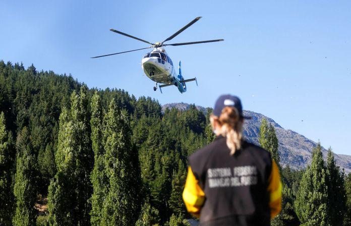El helicóptero que llevó al Presidente de Bariloche a Lago Puelo, en la provincia de Chubut. REUTERS/Matias Garay