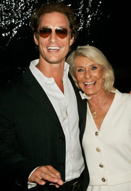 El actor con su madre Kay McConaughey (Reuters)