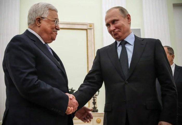 El líder de la Autoridad Nacional Palestina, Mahmoud Abbas, y el presidente ruso Vladimir Putin en el Kremlin(AFP)