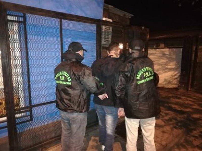 Uno de cuatro sospechosos detenidos
