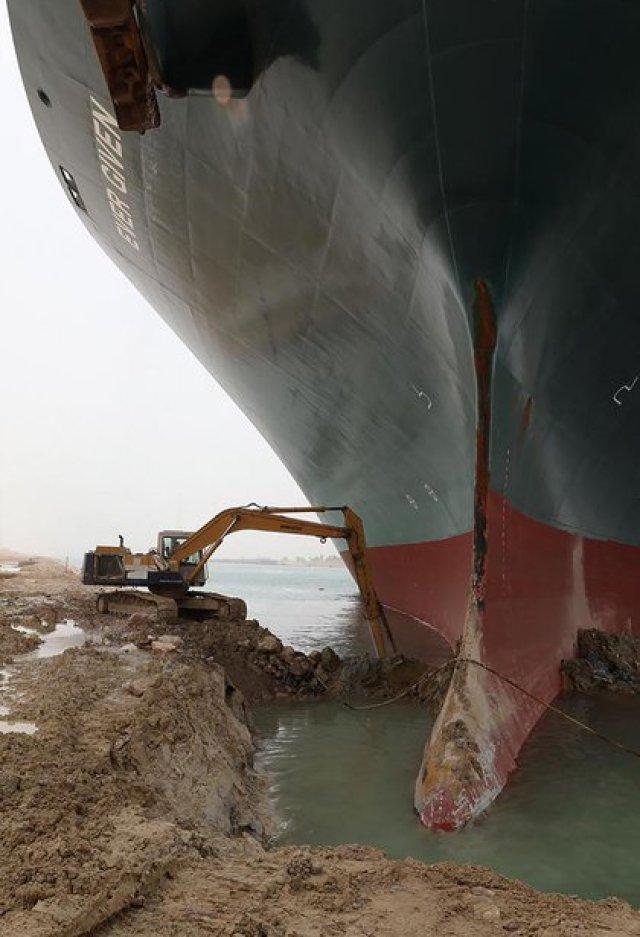 Los trabajos avanzan contra reloj (Suez Canal/ AFP)