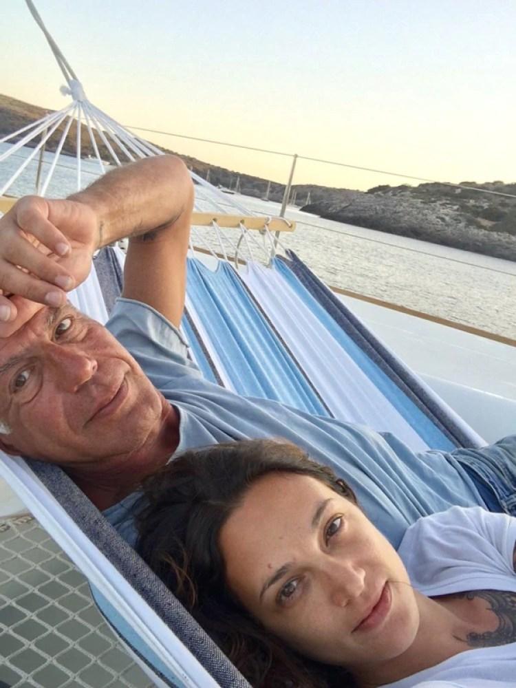 Anthony Bourdain con Asia Argento el 12 de diciembre de 2017