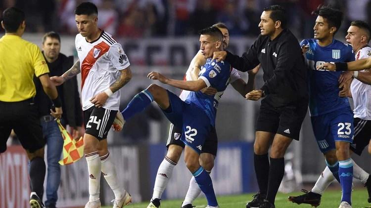 Ricardo Centurión había tenido un encontronazo con Enzo Pérez el año pasado (Foto Baires)