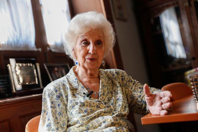 Estela de Carloto también reconoció que la llamaron del gobierno y se vacunó