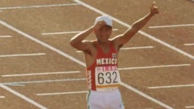 Ernesto Canto en Los Ángeles 1984 (Foto: Twitter@MxTransformare)