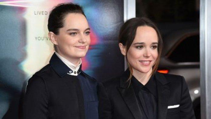 Ellen Page y Emma Portner durante un evento en Los Ángeles en octubre de 2017 (AP)