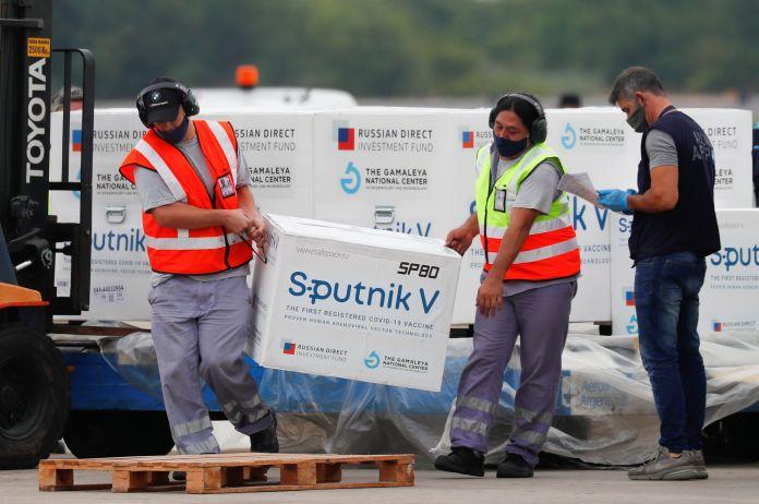 Esta semana la provincia empezará a aplicar las 44 mil dosis que le otorgará el gobierno nacional del último cargamento (REUTERS/Agustin Marcarian)