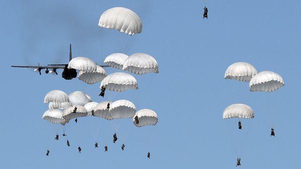 Los miembros de la OTAN están llamados a mantener un gasto militar del 2% del PBI, pero muy pocos países lo cumplen (AFP)